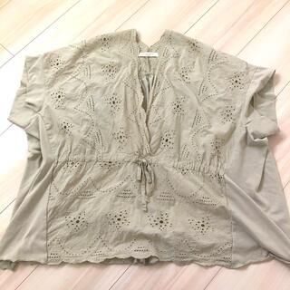 グリーンパークス(green parks)のスカラップ刺繍ブラウス(カットソー(半袖/袖なし))