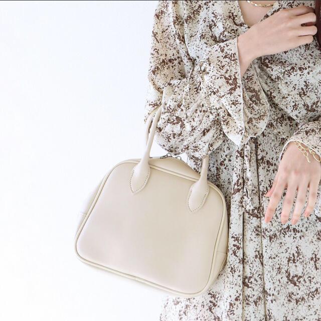 アイボリー ホワイト スクエア ボストン バッグ amiur lawgy レディースのバッグ(ハンドバッグ)の商品写真