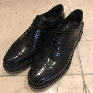 チャーチ(Church's)の美品Church'sウィングチップシューズ(ローファー/革靴)