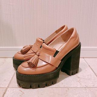 ヌメロヴェントゥーノ(N°21)のN゜21 ヌメロ ヴェントゥーノ ローファー 38  ベージュ エナメル(ローファー/革靴)