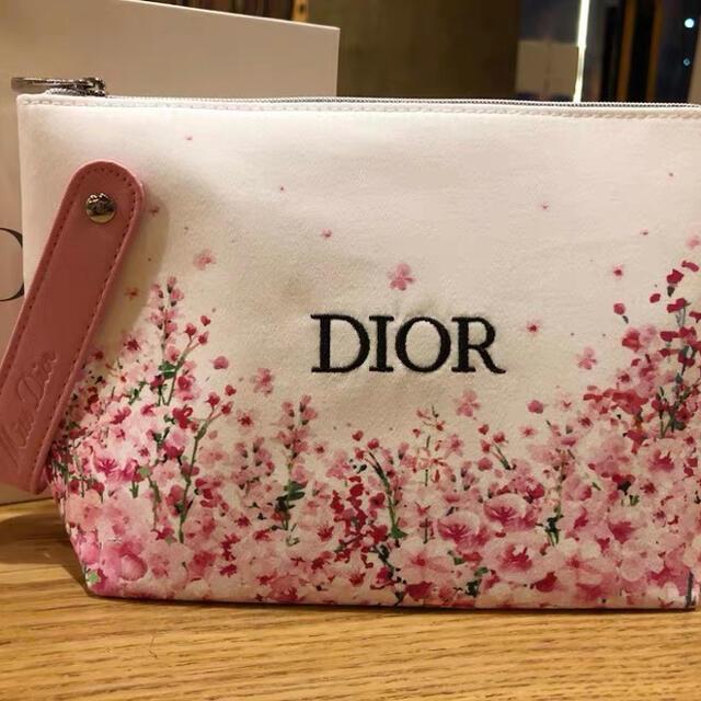 Christian Dior(クリスチャンディオール)のディオール バレンタインデー 限定ポーチ 新品未使用 レディースのファッション小物(ポーチ)の商品写真