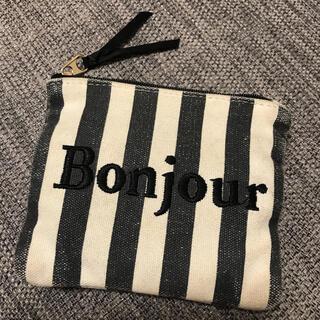 メゾンドフルール(Maison de FLEUR)のメゾンドフルール Bonjour刺繍オシャレティッシュポーチ(ポーチ)