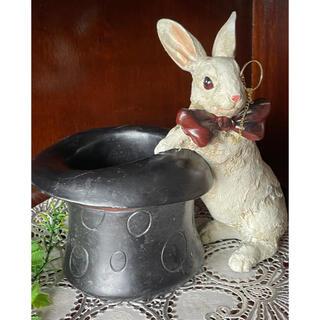 ラビット・ペンホルダー 白ウサギの小物入れ ペン立て 不思議の国のアリス(彫刻/オブジェ)