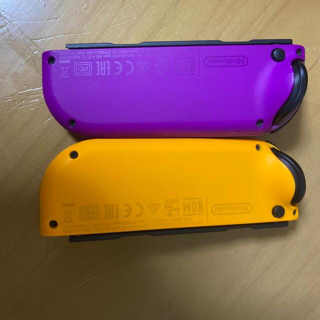 Nintendo Switch(ニンテンドースイッチ)の任天堂スイッチジョイコン2つLR+ストラップ3つ エンタメ/ホビーのゲームソフト/ゲーム機本体(家庭用ゲーム機本体)の商品写真