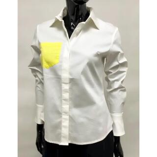 ガリャルダガランテ(GALLARDA GALANTE)の新品 ベルスリーブブラウス 白シャツ インポートシャツ ポケットデザインブラウス(シャツ/ブラウス(長袖/七分))