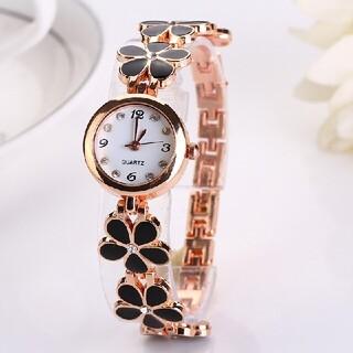 ③【配送無料】人気ブレスレット型 腕時計 黒花  レディース腕時計