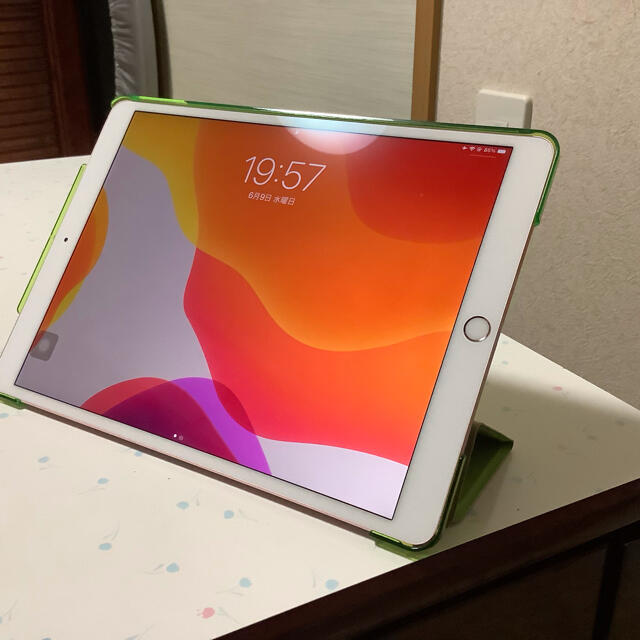 iPad(アイパッド)のiPad  pro 10.5インチ 64gb wi-fiタイプ スマホ/家電/カメラのPC/タブレット(タブレット)の商品写真