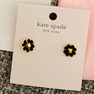 ケイトスペードニューヨーク(kate spade new york)のケイトスペード エナメル&スタッズ フラワーピアス 値下げ♡(ピアス)