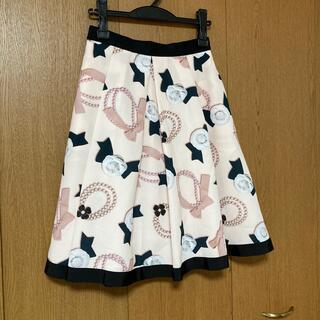 エムズグレイシー(M'S GRACY)のエムズグレイシー  カメリア リボン 総柄 スカート(ひざ丈スカート)