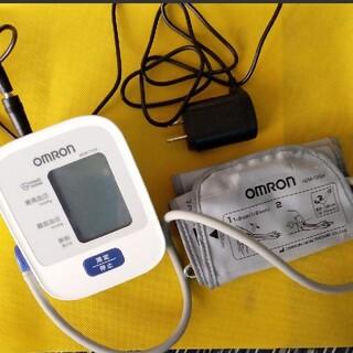 オムロン(OMRON)のオムロン血圧計 美品 ACコード付き(その他)
