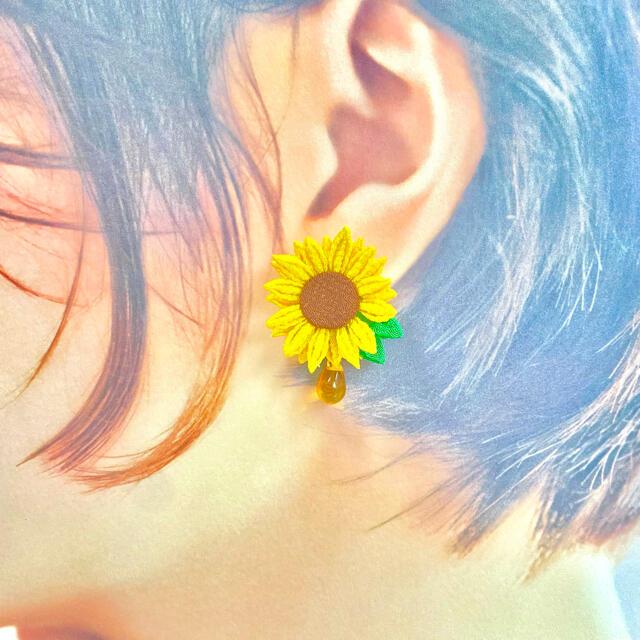 【つまみ細工】ひまわりのピアス レディースのアクセサリー(ピアス)の商品写真