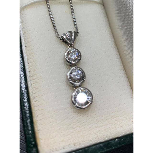 数回 定価45万 Pt900 ダイヤ スリーストーン 3石 ネックレス D1.0 レディースのアクセサリー(ネックレス)の商品写真