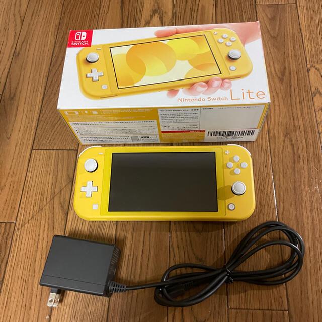 Nintendo Switch(ニンテンドースイッチ)のSwitchライト スイッチライト 本体 イエロー エンタメ/ホビーのゲームソフト/ゲーム機本体(携帯用ゲーム機本体)の商品写真