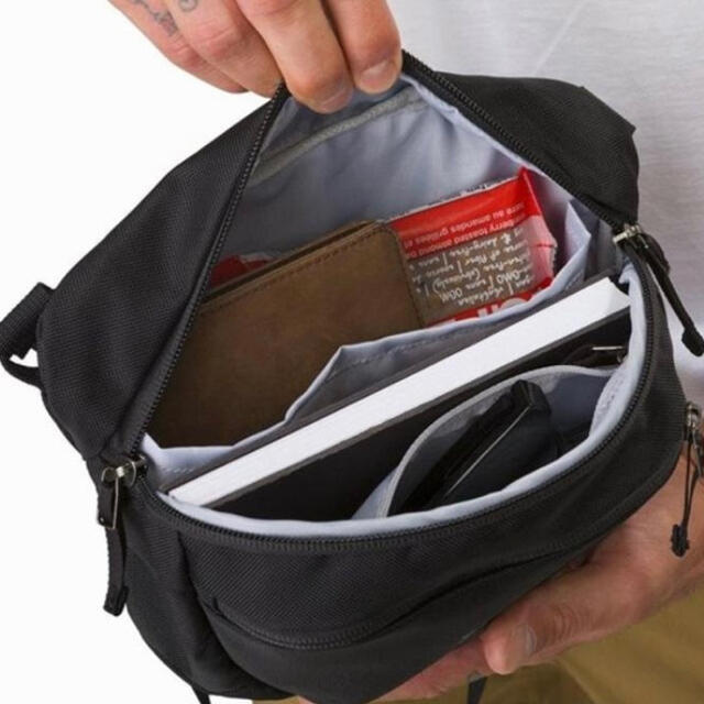 ARC'TERYX(アークテリクス)のアークテリクス マカ2 ブラック ボディバッグ レディースのバッグ(ボディバッグ/ウエストポーチ)の商品写真