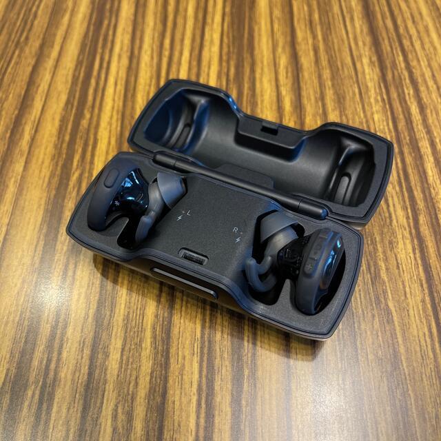 BOSE(ボーズ)のBose SoundSport Free ブラック 中古美品 スマホ/家電/カメラのオーディオ機器(ヘッドフォン/イヤフォン)の商品写真
