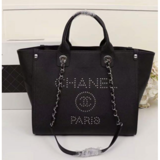 CHANEL - チェーントートバッグ