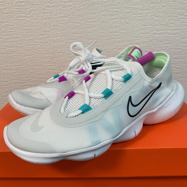 NIKE(ナイキ)の新品未使用!NIKE ナイキ フリーラン5.0 2020 ランニング レディースの靴/シューズ(スニーカー)の商品写真