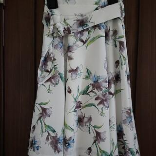 ジャスグリッティー(JUSGLITTY)のJUSGLITTY リリーフラワースカート 美品(ひざ丈スカート)