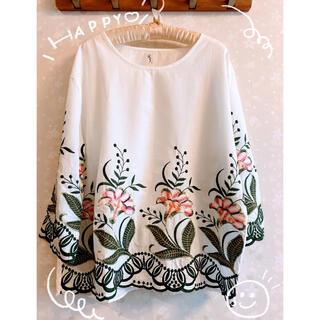 🌟新品未使用🌟可愛い花柄 刺繍ブラウス