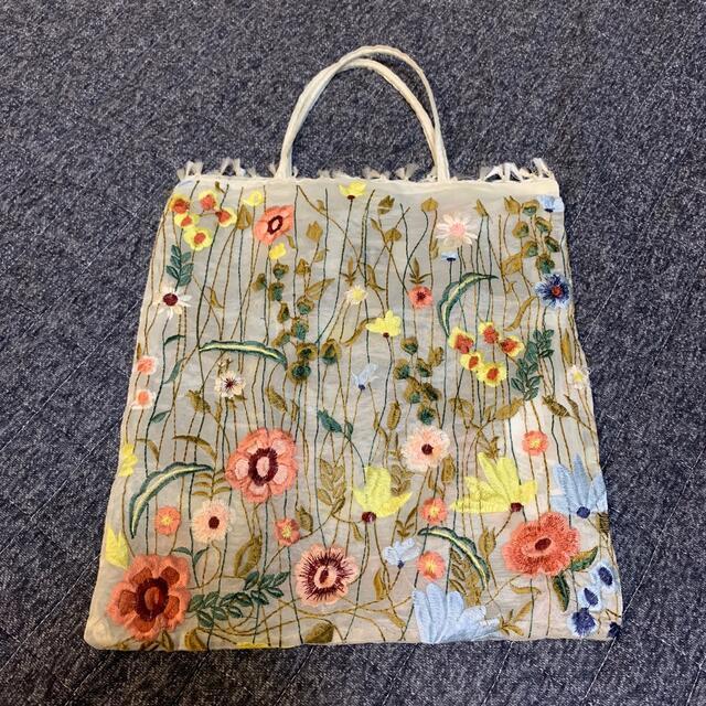 ZARA(ザラ)の刺繍バッグ レディースのバッグ(ハンドバッグ)の商品写真