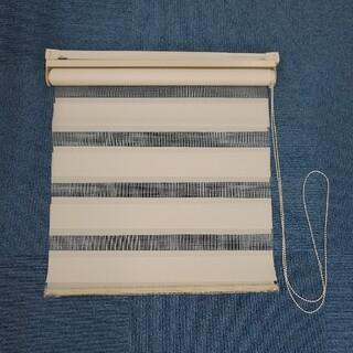 ニトリ - ニトリ 調光ロールスクリーン つっぱり棒付 3個セット アイボリー 中古