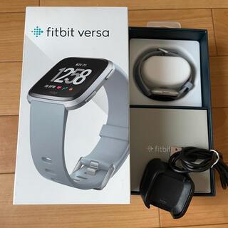 Fitbit versa  スマートウォッチ ウェアラブル端末