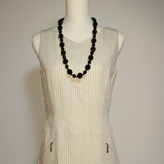 アンクライン(ANNE KLEIN)の美品、アンクラインのレーヨン、麻素材のラメ入りチェックのワンピース。サイズ9。(ひざ丈ワンピース)