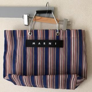 マルニ(Marni)のレアカラー マルニ フラワーカフェ トートバッグ ストライプ marni ブルー(トートバッグ)