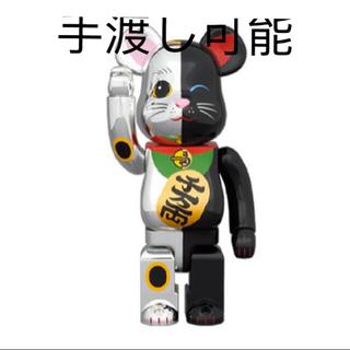 メディコムトイ(MEDICOM TOY)のBE@RBRICK 招き猫 銀×黒 1000%(フィギュア)
