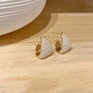 アニエスベー(agnes b.)の#967 import : pearl triangle gold 金アレ対応(ピアス)