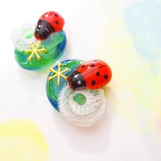 てんとう虫と水彩画の世界 夏色 ピアス  イヤリング 生き物 テントウムシ 天道
