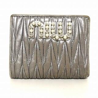 ミュウミュウ(miumiu)のミュウミュウ 2つ折り財布 5MV204 シルバー(財布)