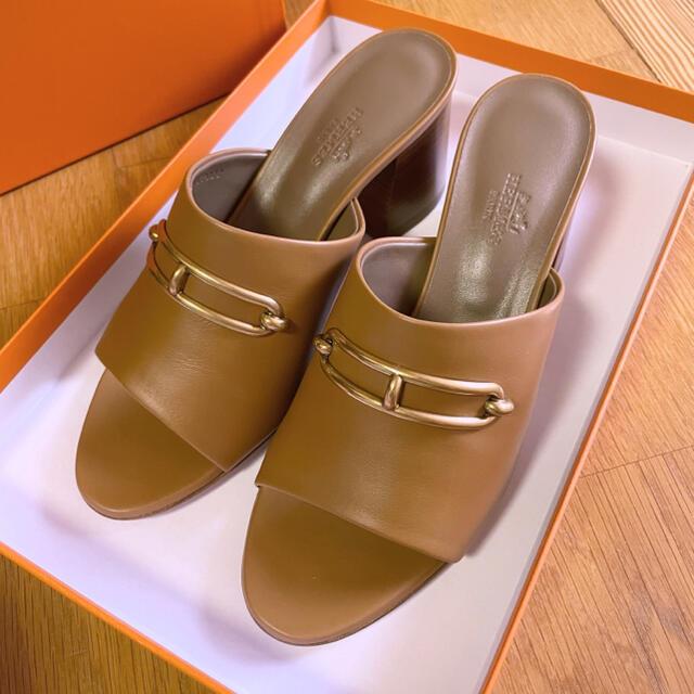 Hermes(エルメス)の2021 エルメス  サンダル  カミラ ルリ ベージュドレ ミュール  レディースの靴/シューズ(サンダル)の商品写真