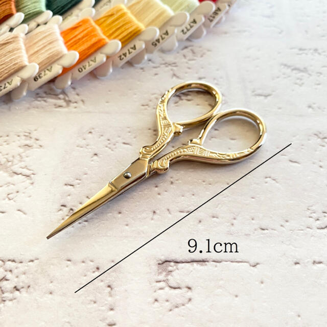 刺繍セット F( 刺繍糸 刺繍枠 ハサミ リッパー 糸通し 刺繍針) ハンドメイドの素材/材料(各種パーツ)の商品写真