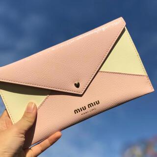 ミュウミュウ(miumiu)のミュウミュウ    ノベルティ 母子手帳ケース クラッチポーチ(ポーチ)