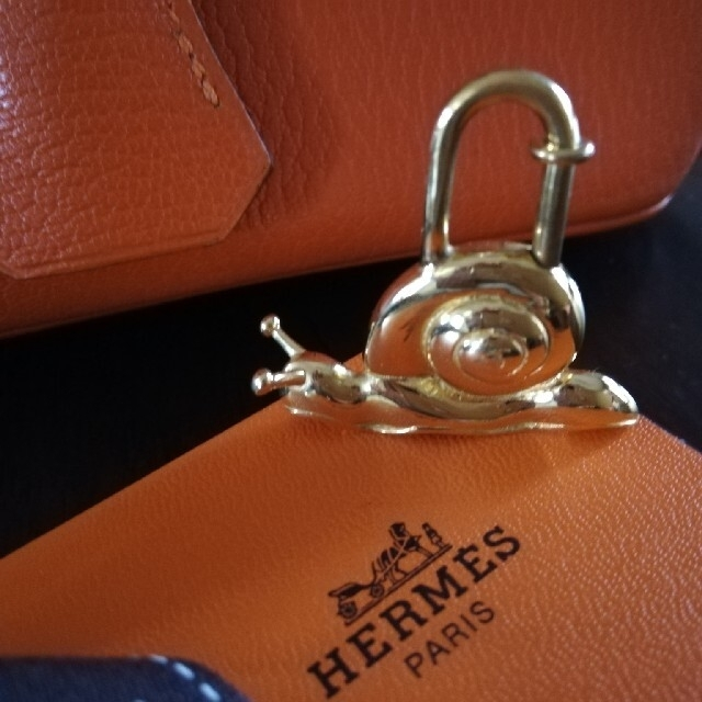 Hermes(エルメス)のエルメス カデナ カタツムリ レア 限定 希少 ゴールド レディースのアクセサリー(チャーム)の商品写真