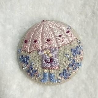傘と女の子の刺繍ブローチ(コサージュ/ブローチ)