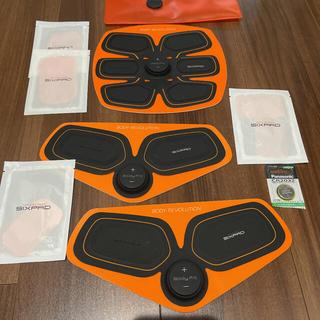 シックスパッド(SIXPAD)の初代six pad 腹筋用&二の腕用+ジェルパッド付き(トレーニング用品)