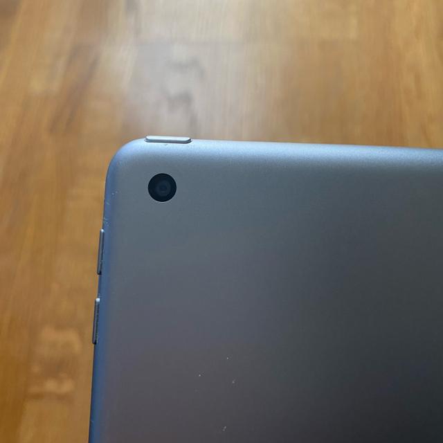 Apple(アップル)のiPad第6世代 32GB Wi-Fiモデル スマホ/家電/カメラのPC/タブレット(タブレット)の商品写真