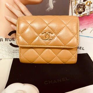 シャネル(CHANEL)のCHANEL 28番台 ゴールドパールベージュ コンパクト財布(財布)