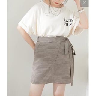 フーズフーチコ(who's who Chico)のショート丈バックロゴダメージTシャツ(Tシャツ(半袖/袖なし))