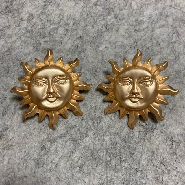 TOGA(トーガ)のヴィンテージ 太陽モチーフピアス レディースのアクセサリー(ピアス)の商品写真