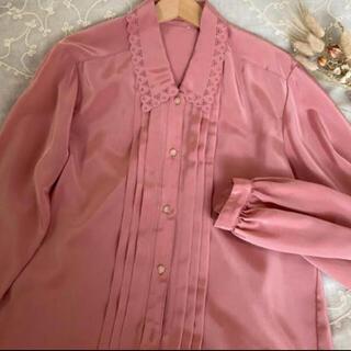 グリモワール(Grimoire)のvintageレトロ古着ピンク光沢刺繍ブラウス(シャツ/ブラウス(長袖/七分))