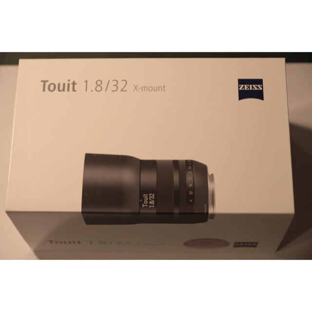 富士フイルム(フジフイルム)の【美品】Carl Zeiss Touit 32mm F1.8 富士Xマウント スマホ/家電/カメラのカメラ(レンズ(単焦点))の商品写真