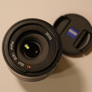 フジフイルム(富士フイルム)の【美品】Carl Zeiss Touit 32mm F1.8 富士Xマウント(レンズ(単焦点))