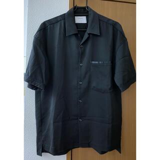 STUDIOUS - STUDIOUS ステュディオス ドレープサテンオープンカラーシャツ ブラック