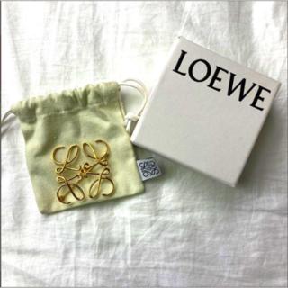 【極美品】LOEWE ロエベ アナグラムブローチ ゴールド 正規品 保存袋付き