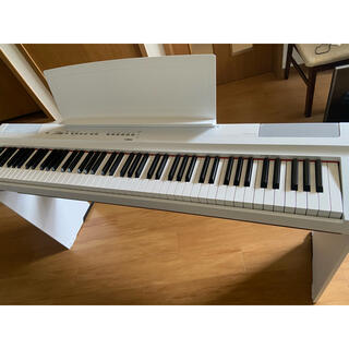 ヤマハ(ヤマハ)のヤマハ 電子ピアノ P125   純正スタンド付き(電子ピアノ)