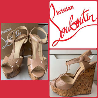 Christian Louboutin - クリスチャンルブタン ベージュパテント サンダル