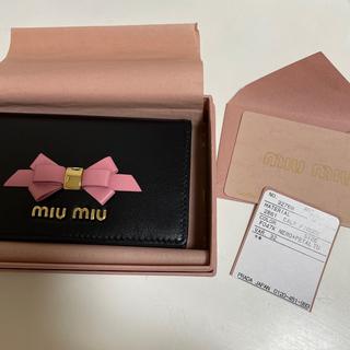 ミュウミュウ(miumiu)のmiumiu カードケース ブラック リボン(パスケース/IDカードホルダー)